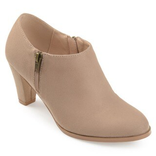 Journee Collection Women's 'Sanzi' Comfort-sole Low-cut Ankle Booties (More options available)