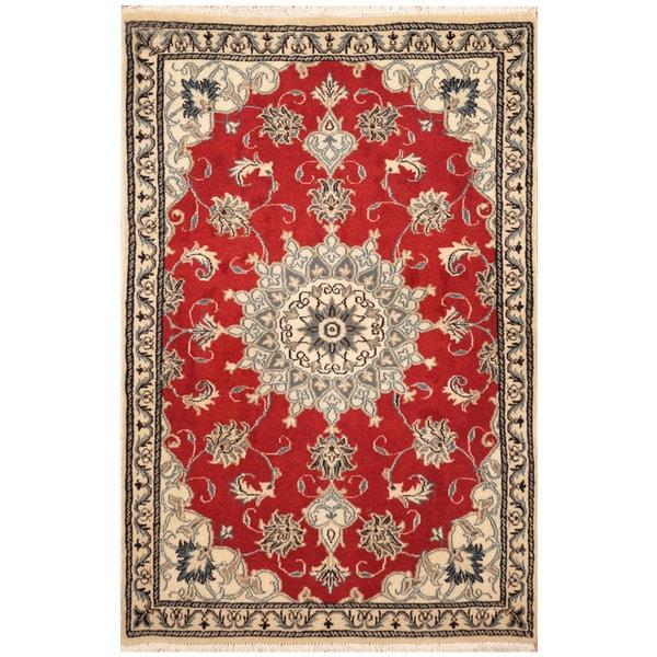 Handmade Nain Wool and Silk Rug (Iran) - 2'11 x 4'6
