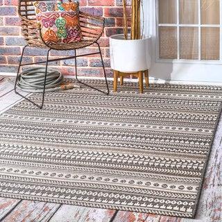 nuLOOM Indoor/Outdoor Tribal Abstract Stripe Bands Grey Rug (6'3 x 9'2)