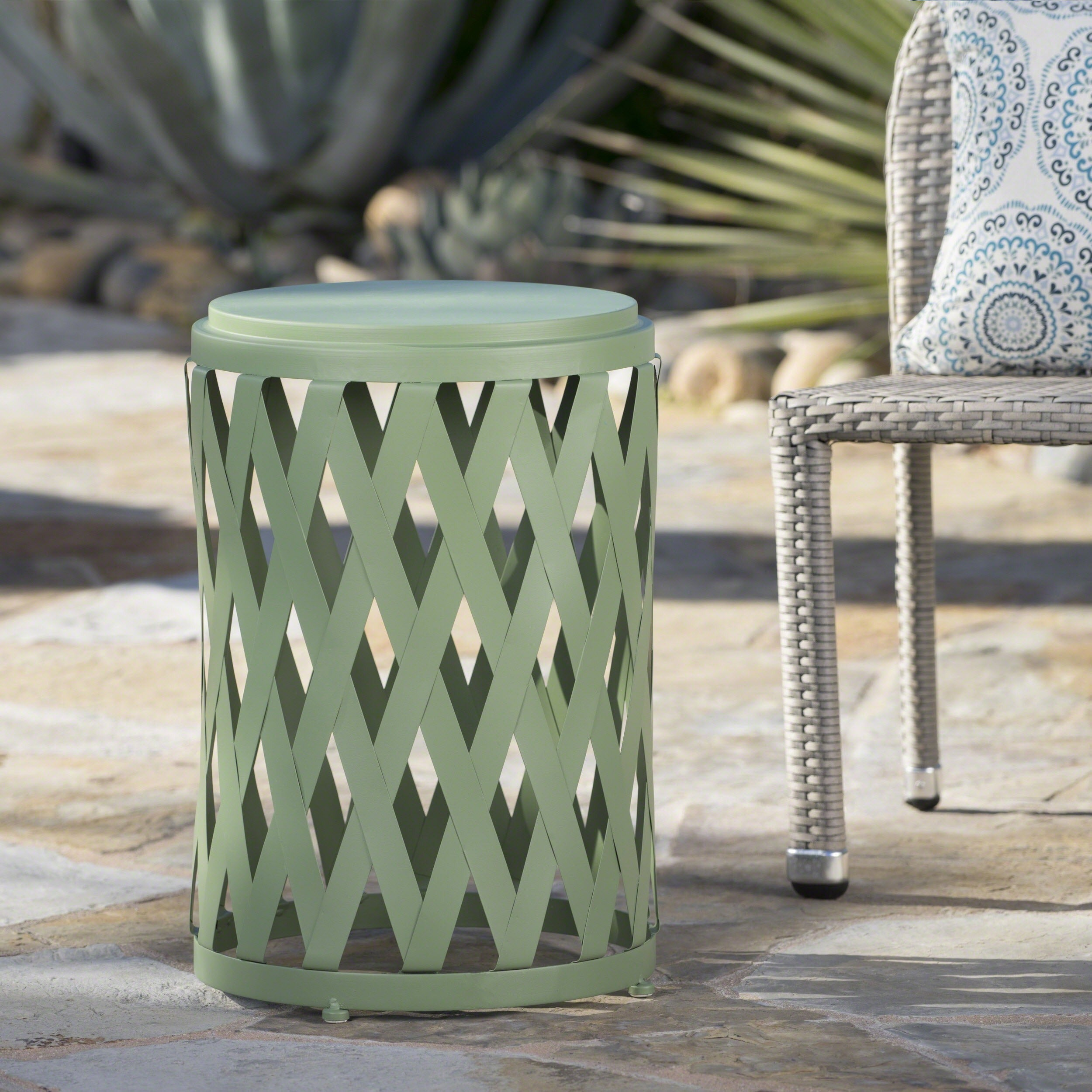Picture of: Selen Outdoor Modern 14 Inch Iron Side Table By Christopher Knight Home On Sale Overstock 17668788