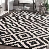 nuLOOM Handmade Wool Abstract Fancy Pixel Trellis Black Rug - 6' x 9'