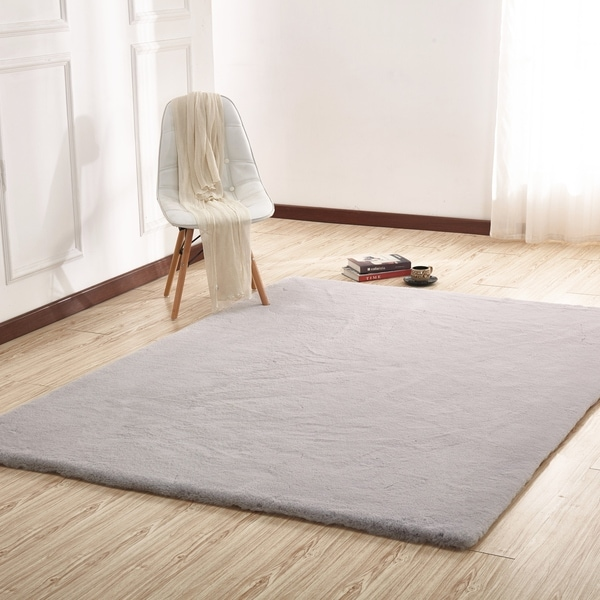 Silver Solid Faux Fur Area Rugwith Suede Backing - 5' x 7'