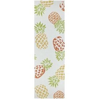 Couristan Covington Pineapples/Sand Indoor/Outdoor Runner Rug - 2'6 x 8'6
