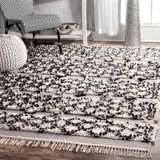 nuLOOM Soft and Plush Handmade Moroccan Trellis Shag Siliver Rug (7'6 x 9'6) (Option: Silver)