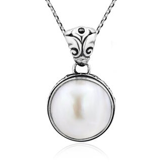 Enchanting White Pearl Inlaid Sterling Silver Necklace (Thailand)