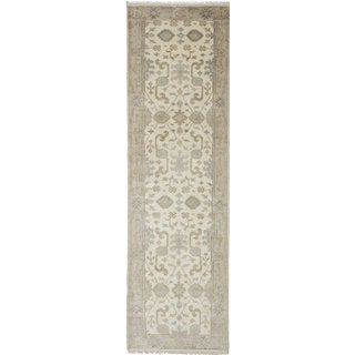 eCarpetGallery Hand-Knotted Royal Ushak Ivory Wool Rug (2'7 x 9'9)