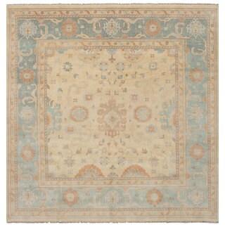 eCarpetGallery Hand-Knotted Royal Ushak Ivory Wool Rug (10'11 x 11'2)
