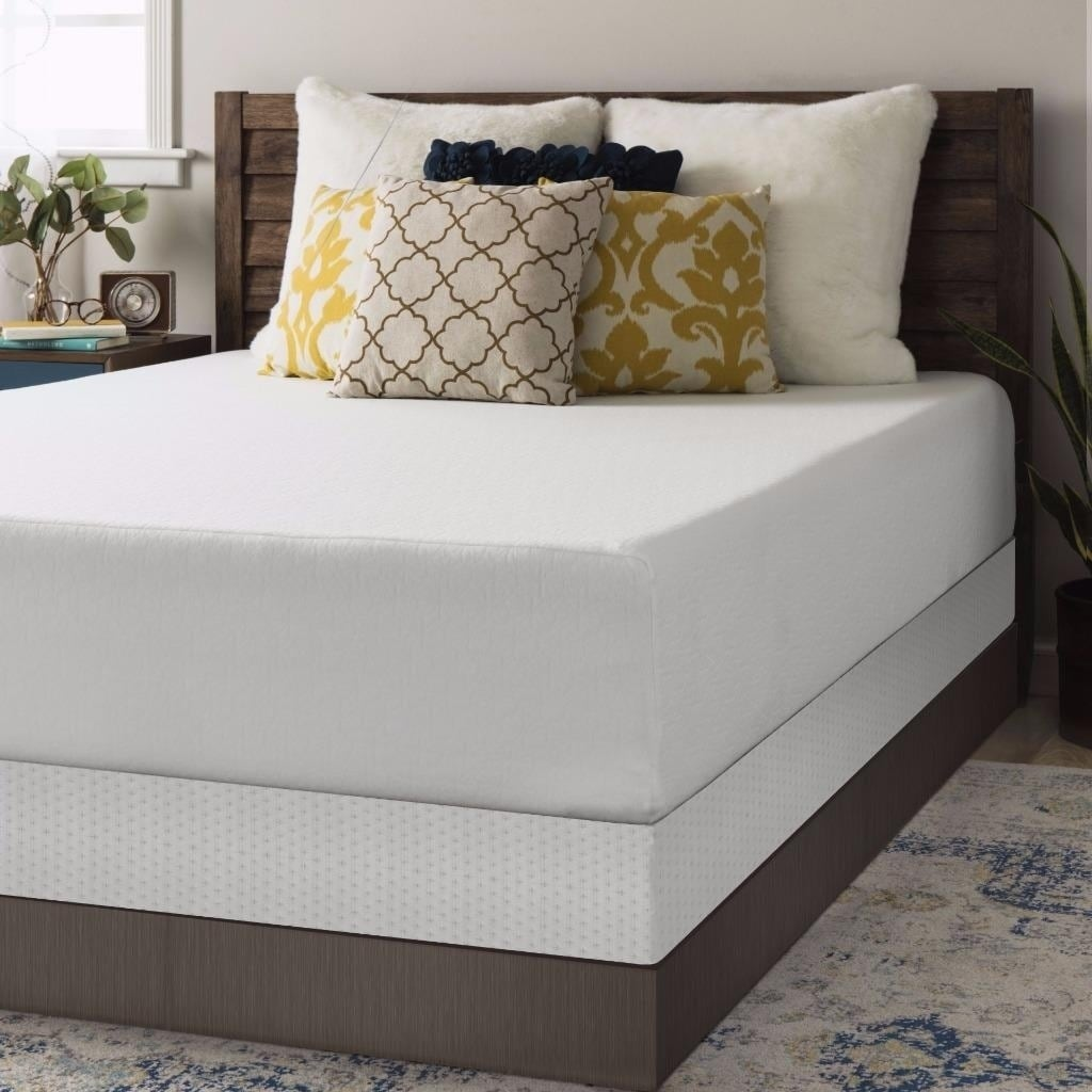 Crown Comfort 12-inch King-size Box Spring and Memory Foa...