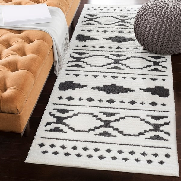 Shop Amerigo Bohemian Black White Runner Rug 2 7 X 7 3 On