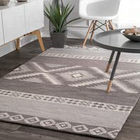 nuLoom Vintage Aztec Diamond Bands Handmade Grey/Ivory Wool Indoor Rectangular Rug - 7'6 x 9'6