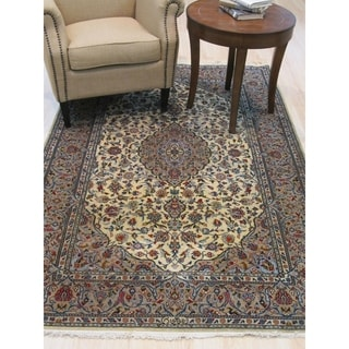 Hand-knotted Wool Ivory Traditional Oriental Kashan Rug - 4' 7 x 7' 2
