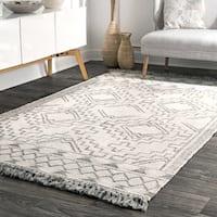 nuLOOM Ivory Wool Handmade Flatweave Southwestern Diamond Chevron Tassel Area Rug