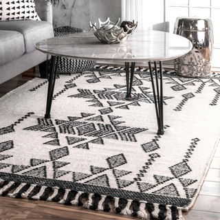 nuLOOM Ivory Aztec Crystal Drops Tassel Wool Handmade Area Rug