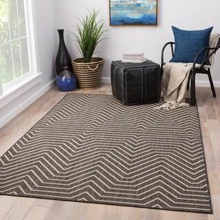 """Clarion Indoor/ Outdoor Geometric Dark Gray/ Cream Area Rug (5' X 7'6"""")"""