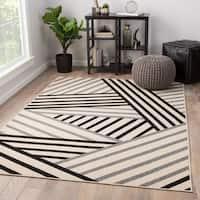 """Ace Indoor/ Outdoor Geometric Black/ Gray Area Rug - 2' x 3'7"""""""