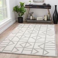 Totem White/Silver Geometric Area Rug - 7'6 x 9'6