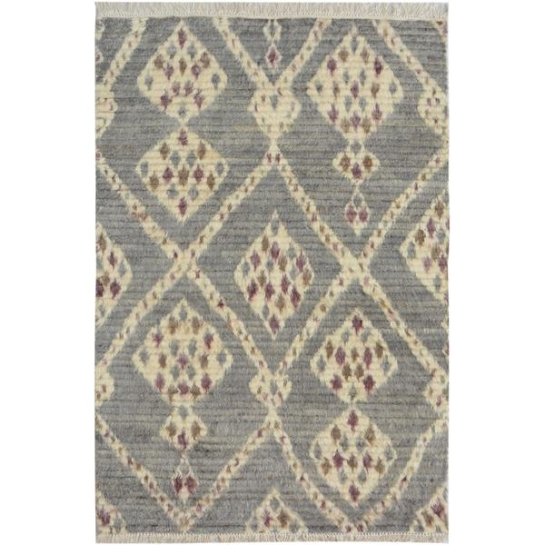 Moroccan Arya Connie Gray/Ivory Wool Rug (3'11 x 6'0) - 3 ft. 11 in. x 6 ft. 0 in. - 3 ft. 11 in. x 6 ft. 0 in.. Opens flyout.