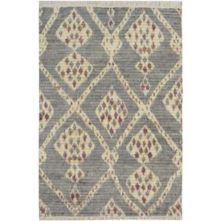 Moroccan Arya Connie Gray/Ivory Wool Rug (3'11 x 6'0) - 3 ft. 11 in. x 6 ft. 0 in.