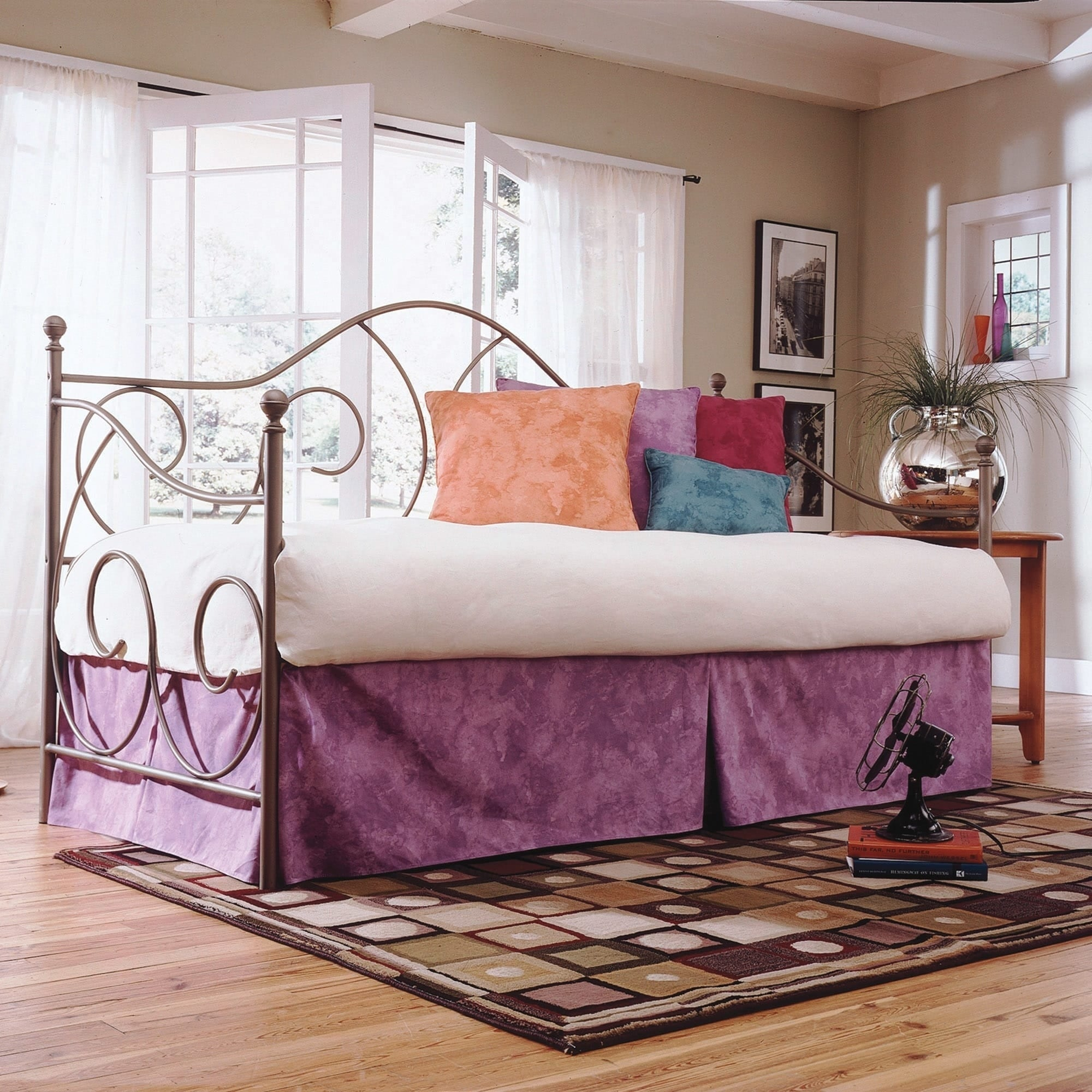 Fashion Bed Caroline Complete Metal Daybed with Link Spri...