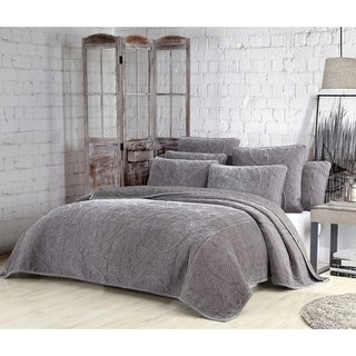 Estate Joanna 3-piece Velvet Quilt Set