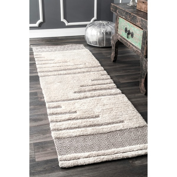 nuLOOM Moroccan Abstract Wool/Cotton Stripe Ivory Shag Runner Rug (2'6 x 8')