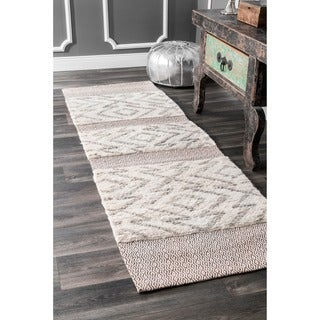 nuLOOM Handmade Moroccan Abstract Wool/Cotton Shag Grey Runner Rug (2'6 x 8')