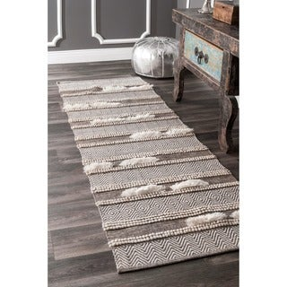 nuLOOM Handmade Causal Solid Chevron Stripes Wool/Cotton Brown Runner Rug (2'6 x 8')