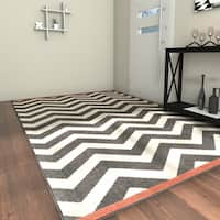 Havenside Home Tuntutuliak Chevron Indoor/ Outdoor Area Rug - 6' x 9'