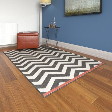 Tuntutuliak Chevron Indoor/ Outdoor Area Rug - 3'6 x 5'6 by Havenside Home
