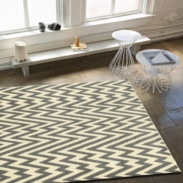 "Porch & Den Somerville Talbot White and Grey Plush Indoor Area Rug - 7'9"" x 9'5"""