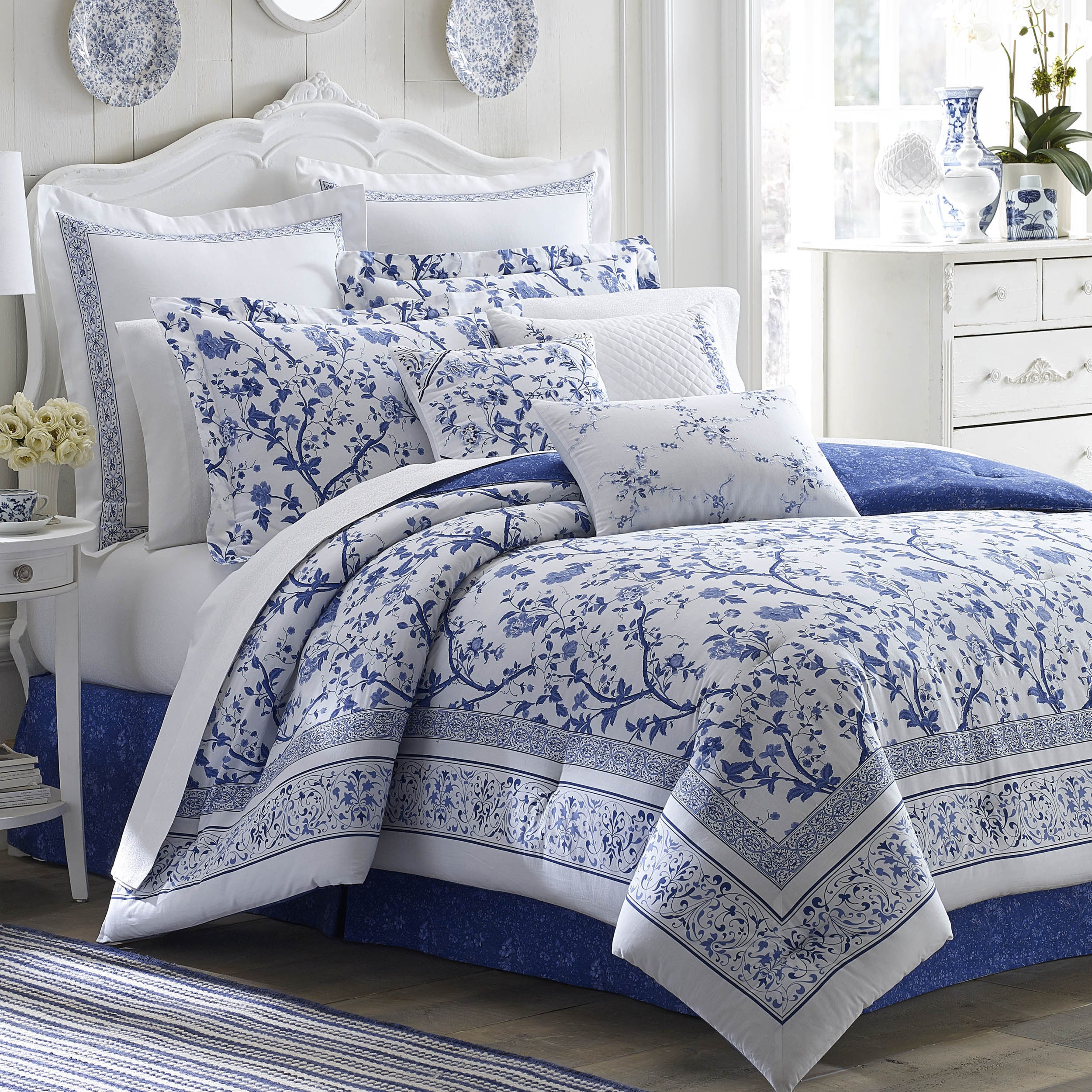 Laura Ashley Charlotte Blue and White Floral Cotton 4-Pie...
