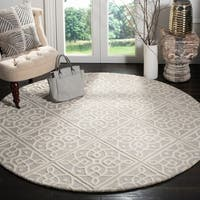 Safavieh Handmade Cambridge Light Grey/ Ivory Wool Rug - 6' x 6' Round