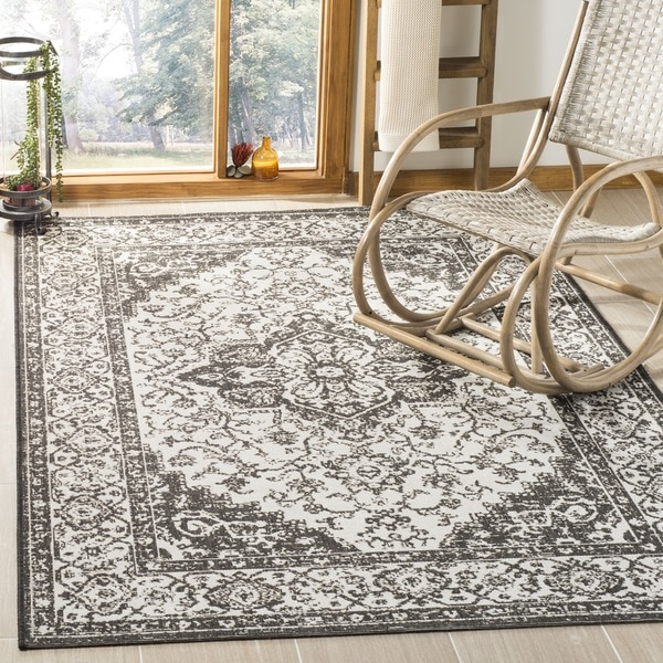 Safavieh Linden Light Grey/ Charcoal Rug (6'7 Square)