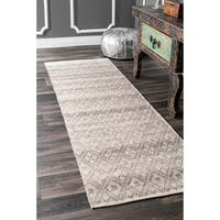 nuLOOM Soft and Plush Moroccan Clubs Trellis Wool/Cotton Shag Grey Runner Rug (2'6 x 8')