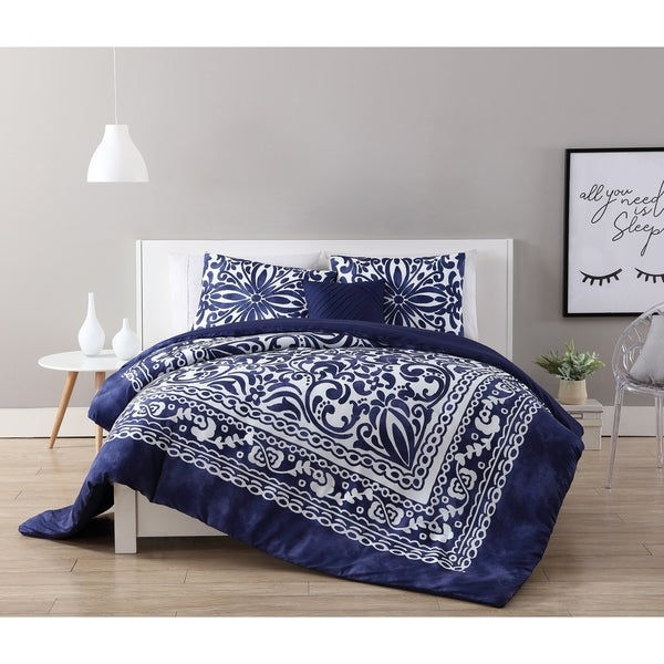 VCNY Home Eleanor Comforter Set