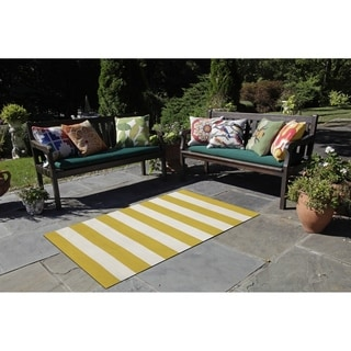 Synthetic Wide Stripe Reversible Indoor/Outdoor Area Rug (8' x 8')