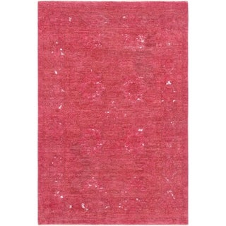 "Magenta Overdyes Collection Hand-Knotted Wool Rug (4' 0"" X 6' 0"") - 4' x 6'"