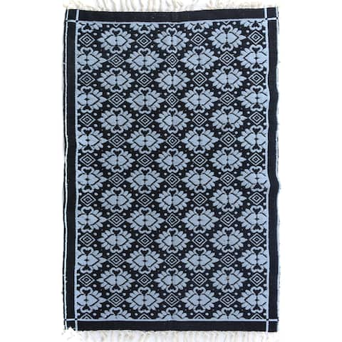 Double-sided Arya Mauricio Black/Blue Chenille Rug (3'9 x 5'10) - 3 ft. 9 in. x 5 ft. 10 in.