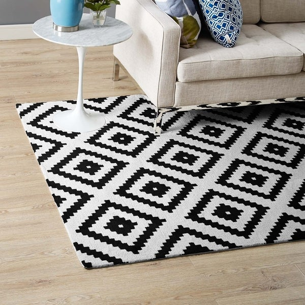 Alika Abstract Diamond Trellis Area Rug