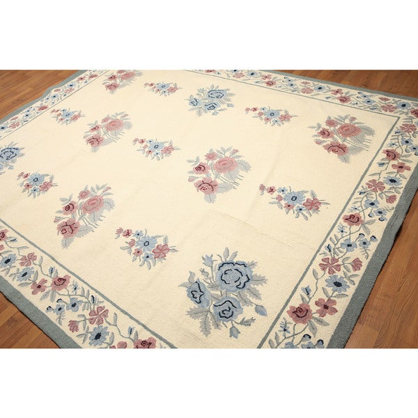 Hand-hooked Pure Wool Floral Area Rug (8'0 x 10'0) - multi