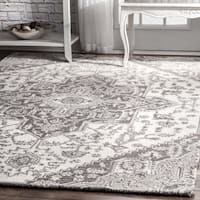 nuLoom Grey Wool Traditional Handmade Floral Medallion Rug (5' x 8')