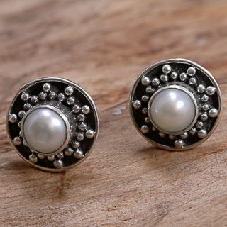 Handmade Sterling Silver 'Glowing White Happiness' Cultured Pearl Earrings (5 mm) (Indonesia)