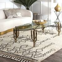 nuLoom Contemporary Soft and Plush Moroccan Tribal Shag Tassel Ivory Rug (5'3 x 7'7)