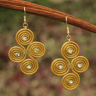 Handcrafted Golden Grass 'Hypnotic Jalapao' Earrings (Brazil)
