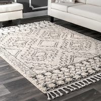nuLOOM Off-White Soft and Plush Moroccan Tribal Geometric Shag Tassel Area Rug - 5' 3 x 7' 7