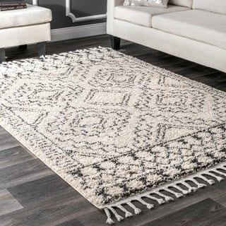 "nuLOOM Off-White Soft and Plush Moroccan Tribal Geometric Shag Tassel Area Rug - 5'3"" x 7'7"""