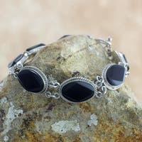 Handmade Sterling Silver 'Ya'Ax Chich Mystique' Black Jade Bracelet (Guatemala)