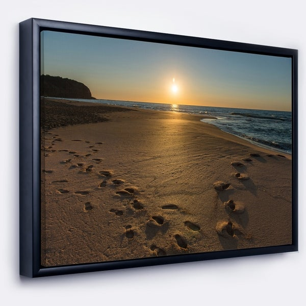 Designart 'Sydney Seashore at Sunrise' Seascape Framed Canvas Art Print