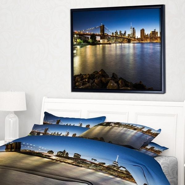 Designart 'Distant View of Brooklyn Bridge' Cityscape Framed Canvas Print