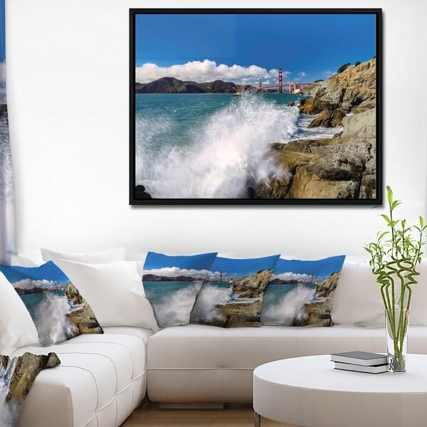 Designart 'Golden Gate Bridge in San Francisco' Large Seashore Framed Canvas Print